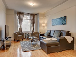 Impressive Huge Condo In Mile-End