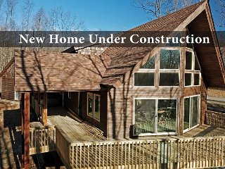 Brand new, mountaintop home close to favorite activities!