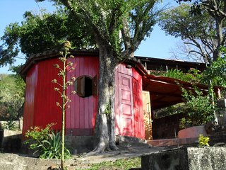 Cabañas Lobolira: Cute Cabin , 1 block to the beach 3 blocks to SJ-Center