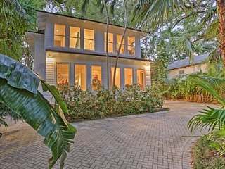 Sleek Updated Coconut Grove Home w/Pool & Jacuzzi