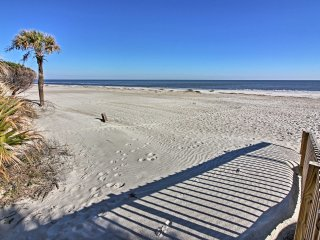 Hilton Head Resort Condo w/ Pools, Beach Access!