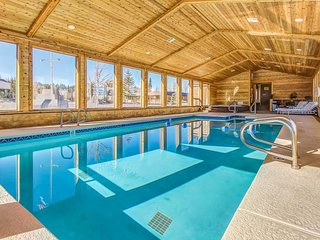 Cozy, ground floor ski lodging w/ shared pool, game room & grill area!