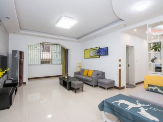 3BD2BTH in the Binjiang Rd ,Li riverside, city center with huge baconly