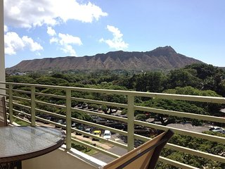 Modern Studio Style! OV Lanai, Kitchenette, WiFi, Flat Screen, AC–Waikiki Grand