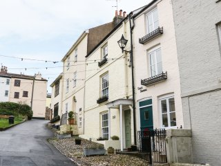 PENLEE NARROWS four storey terraced cottage, sea views, wood burner, WiFi, takes