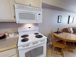 Cozy Condo located near the Historic Bluff Fort