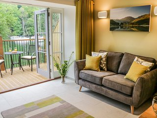 GILSON, quality cottage on shore of Windermere, king-size bed, WiFi, dog welcome