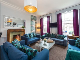 Leith Walk Large Apartment sleeping up to 14 guests