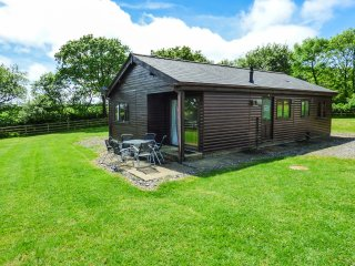 WILLOW LODGE, pet-frendly, ground floor, close to many attractions, lodge near L