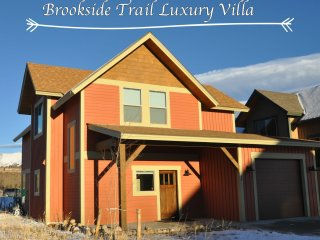Brand New Brookside Luxury Villa - Free Activities/Great Views/Hot Tub/
