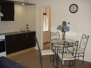 BOURNECOAST: FIRST FLOOR FLAT NEAR TO LOCAL HIGH STREET AND TOWN CENTRE - FM4212