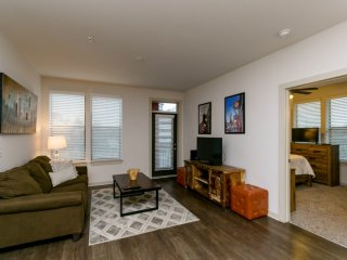 New-Discount-FREE Parking- SoBe 2 BR Apt by Vandy!