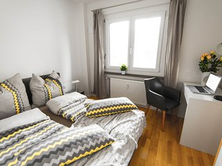 Smart Private Apartment in Berlin Mitte. Metro, Train, Bus