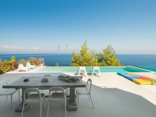 Rockledge View Villa, Afytos