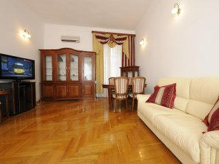 Two bedrooms. Lux. 15 Khreshchatyk str. Centre