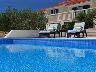 Perfect place for group of 14 - pool - BBQ - OLIVA 3