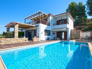 Nutsford Private Pool Villa, Elani