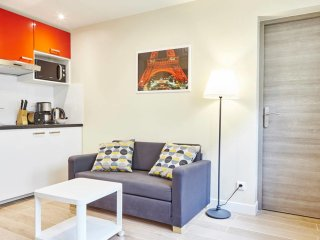 Freshly Renovated Apt close to Bastille. Sleeps 5