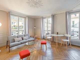 Charming & Luminous 2bd for 3p close to Montmartre