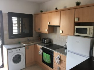 A lovely 1 bedroom apartment with pool on a quiet complex near amenities.