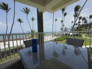 PLAYA TURQUESA Ocean Front Apartment Three Bedroom G202