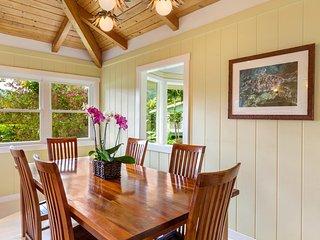 Hale Pulelehu'a with Guest House