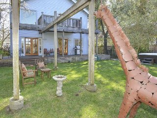 2BR Minutes to Sonoma Square - Magical Backyard w/ Pool, Hot Tub, & Gardens