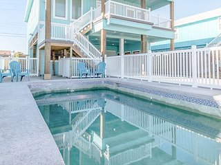 Winter Texans Welcome 4BR w/ Pool & Outdoor Entertainment Center, Near Beach