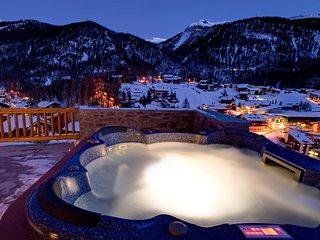 Luxury Chalet Sleeping 10 With Sauna And Hot Tub