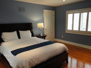 Toronto Luxury Guesthouse Queen Room
