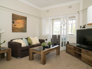Cozy 2BR Suite Walking Distance From Bondi Beach