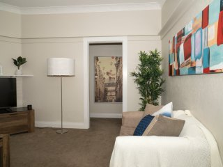 2BR Less than a mile Walk to Bondi Beach