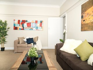 Cozy 2BR Suite Walk to Bondi Beach Lic2