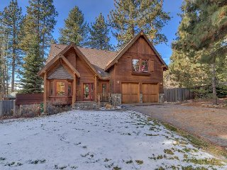 NEW LISTING - 3 BR 3.5 Bath on Lake Tahoe's North Shore - Hot Tub Too!