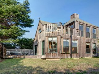 Architectural gem w/ private hot tub, deck, ocean views & shared pool/saunas!