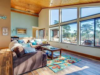 Gorgeous home w/ deck, firepit & majestic ocean/river/beach views - walk to town