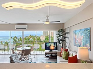 Enjoy the Space! Super Pacific View, Kitchen Ease, Free WiFi–Waikiki Shore #708