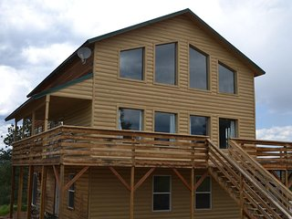 Family-Friendly Three Story Cabin Sleeps 12