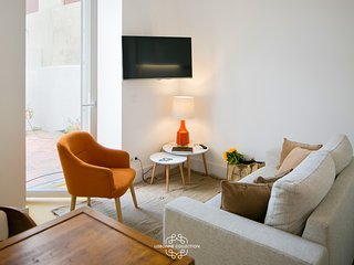 Pedro Alexandrino Terrace 30 by Lisbonne Collection