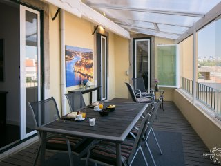 Ap18 - Bright and cosy apartment with terrace, Graça district
