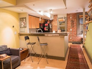 Remodeled Apartment-Baker Neighborhood-located on S. Broadway St