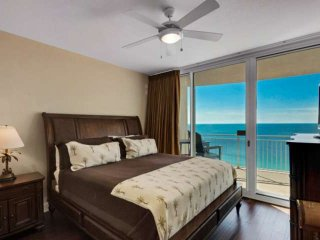 King Sized bed with balcony access!