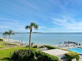 2/2 Waterfront Condo