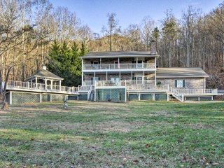 Sevierville 5BR+ Villa on 8 Acres w/ Hot Tub!