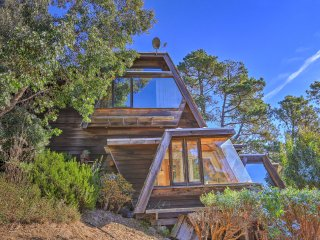 Custom Cambria Tree House w/Ocean View & Hot Tub!