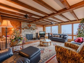7BR/4.5BA Spacious Mountain Lodge in the Heart of Beech Mountain, Hot Tub, Pool