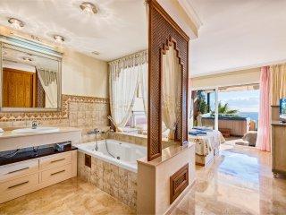 Luxury 2BR Sea View Condo in Malibu, Heated Pool