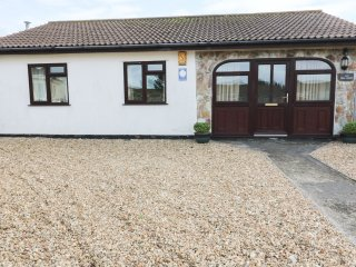 SHELL SEAKERS, open plan, conservatory, enclosed garden, in St Merryn, Ref. 9700