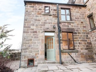 NETHERLEA COTTAGE, elevated position, countryside views, patio area, in Crich