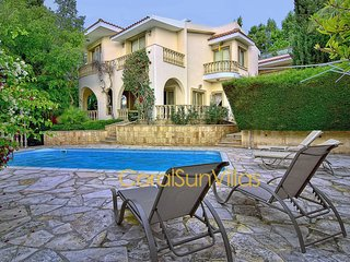 LIVE IN LUXURY!!! - Deluxe Villa 250m to the Sandy Beach & Amenities, Coral Bay